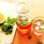Tonic Water mit Sanbitter und frischem Basilikum