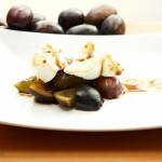 Frische Pflaumen mit Eischnee und Espressosirup