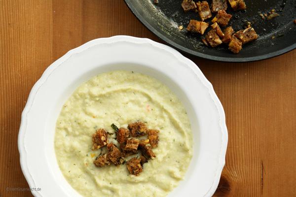 gemüsesuppe mit Estragon-Croutons