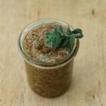 Veganes Oregano-Nuss-Pesto mit getrockneten Tomaten