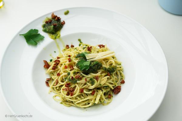 Spaghetti Pozzo mit Petersilien-Pesto