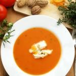 Tomatensuppe »Apricot« mit Thymian und gepfefferten Walnuss-Aprikosen-Nocken