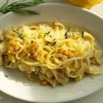 Tagliatelle Baschi mit Estragon-Butter und frittierten Zwiebeln