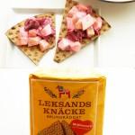 Dänischer Rote-Bete-Gurkensalat mit Joghurt und Leksands Knäcke Brungräddat (Knäckebrot)