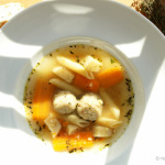 Gemüsesuppe mit Sahnemeerrettich und Grießklößchen