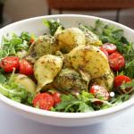 Italienischer Muschel-Nudel-Salat mit Rucola und selbst gemachtem Basilikum-Pesto