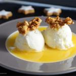 Frozen Yogurt auf Orangenspiegel mit Mandelkrokant