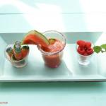 Erfrischendes Fruchtgetränk Himbeer-Melone-Minze mit Melonen-Eiswürfeln von Luigi
