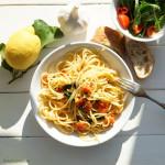 Spaghetti Tromba – Spinat, Tomate, Peperoni und Zitrone in Knoblauchöl geschwenkt