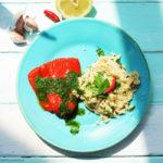 Rote Paprikafilets und Couscous mit feuriger, grüner Sauce nach Tante Patu