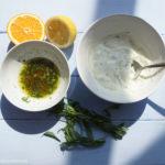 Backofen-Kartoffeln mit einer leichten Estragon-Joghurt-Sauce und Salat mit einer Estragon-Orangen-Vinaigrette
