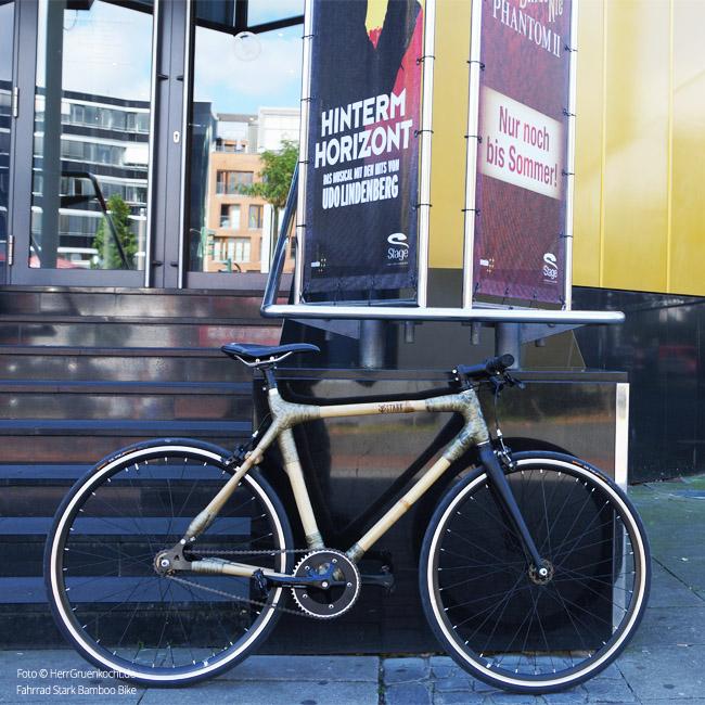 Bamboo Bike vor Musicalhouse auf der Hamburger Reeperbahn