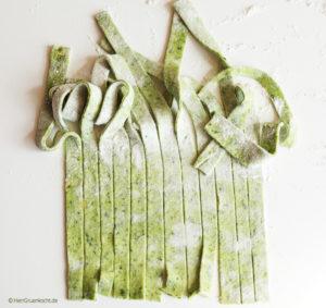 selbst gemachte Tagliatelle verde