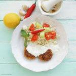 Vegetarische Köfte mit Minz-Joghurt, Reis und Tomaten-Gurken-Salat
