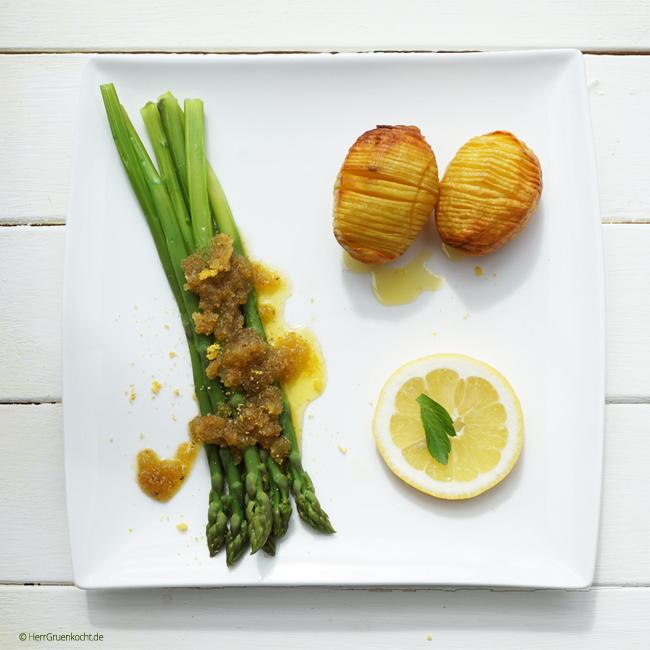 Grüner Spargel mit Röst-Zitronen-Sauce und Fächerkartoffeln