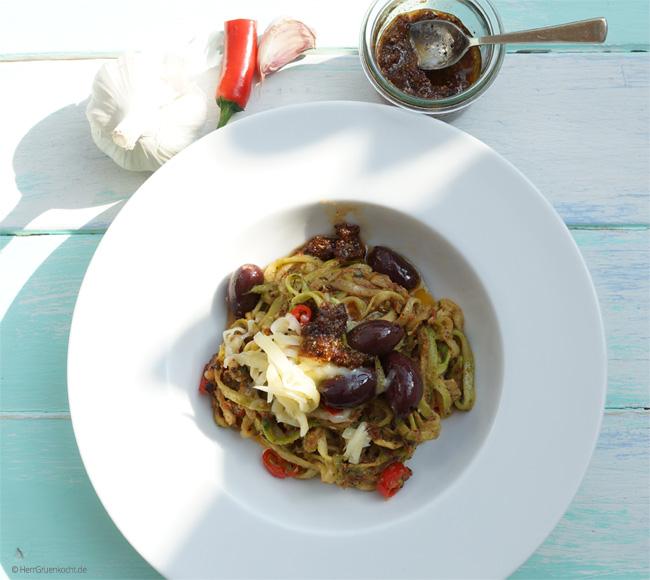 Zucchini-Spaghetti mit Pesto