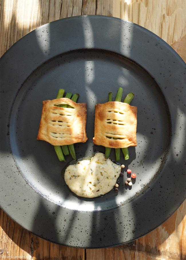 Strauchbohnen im Anis-Teigmantel mit Estragon-Sauce