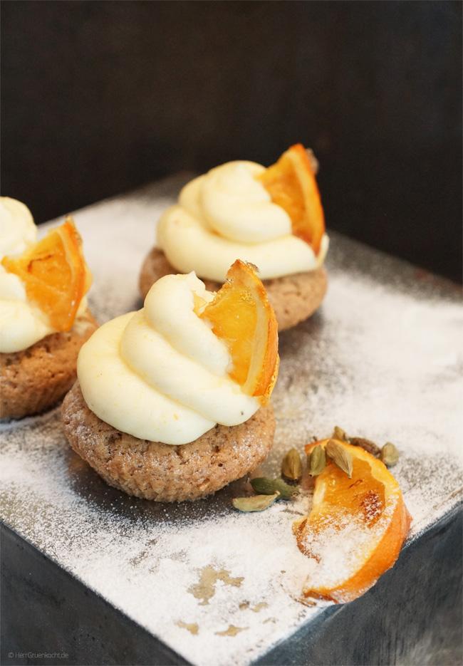 Orangen-Kardamom-Cupcakes mit Frischkäsefrosting
