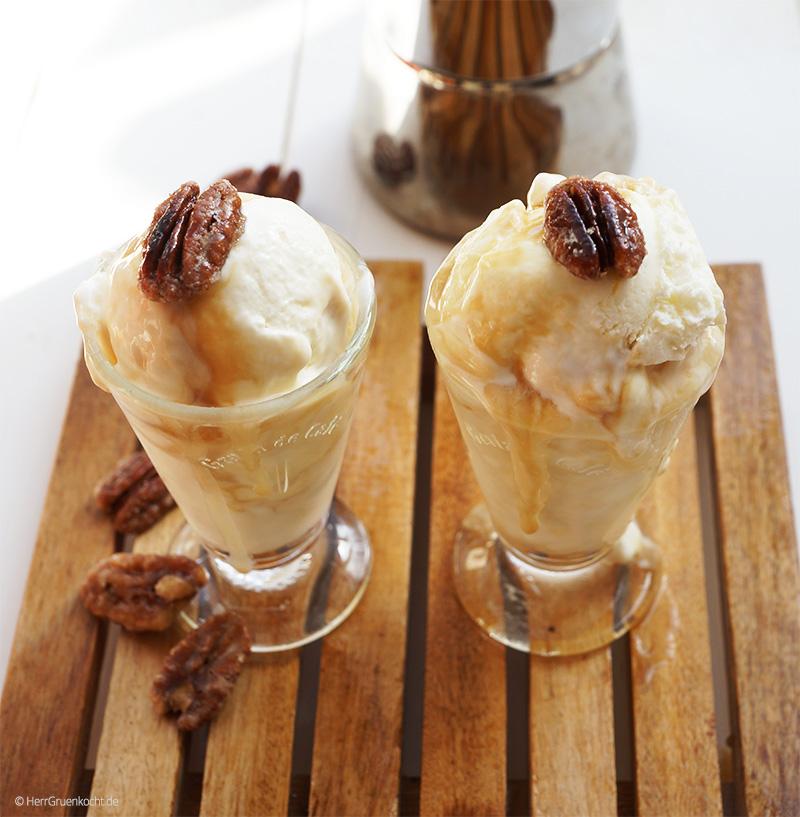 Espresso-Frozen-Yogurt mit karamellisierten Pekannüssen