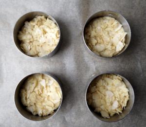 Bienenstich-Törtchen mit Sahne-Pudding-Crème