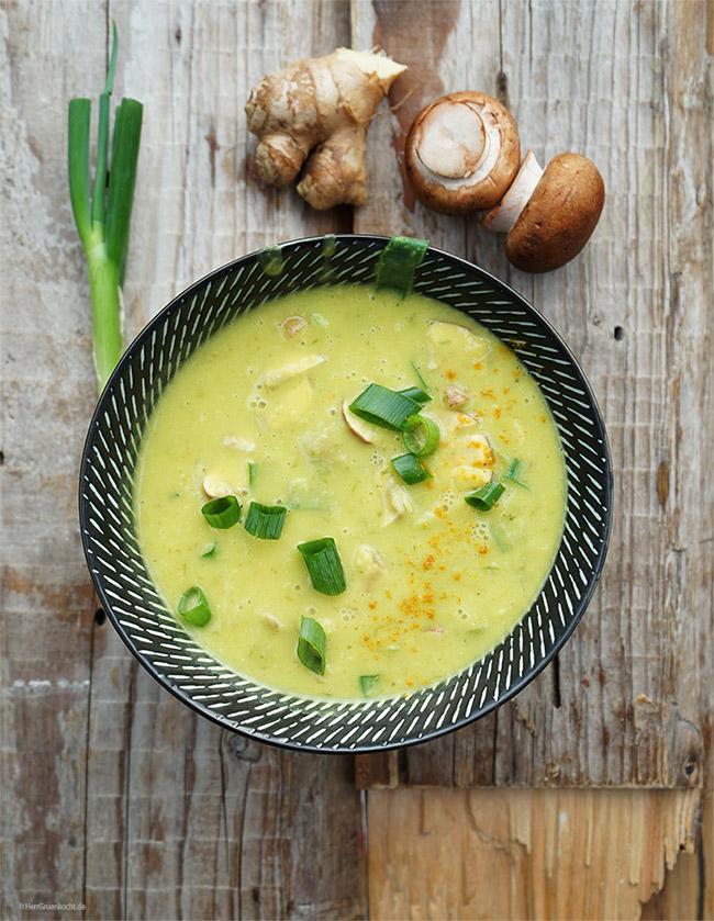 DoDo-Suppe mit Frühlingszwiebeln, Kartoffeln, Ingwer, Champignons, Curry und Kokosmilch