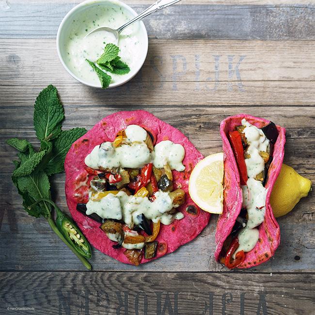 Rote, vegane Tortillas mit LUVE LUGHURT Natur