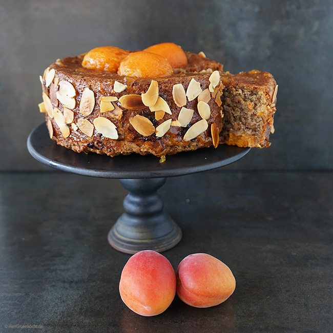 Aprikosen-Mandel-Kuchen mit Zimt, Kokosflocken und LUVE LUGHURT Natur