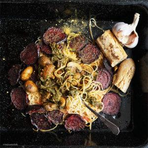Dinkel-Spaghettini mit karamellisierter Roter Bete und geschmorter Mangold mit Pilzen