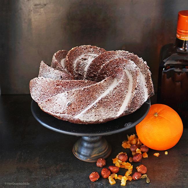 Orangen-Gewürzkuchen mit Orangenlikör, Orangeat, Schokolade, Haselnüssen, Kardamom und Nelke