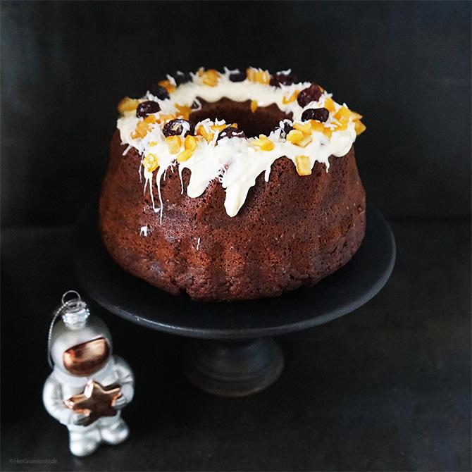 Veganer Mondkuchen mit Kardamom, Nelke, Zimt, Rum, Schokolade, Kakao, Orangeat und Cranberries
