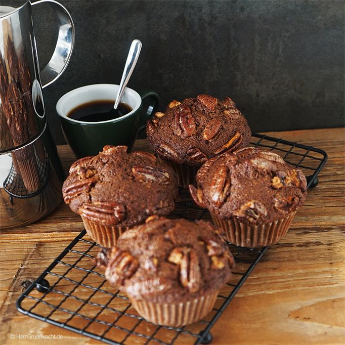 Schoko-Muffins mit karamellisierten Pekannüssen