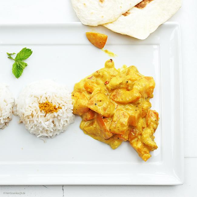 Aprikosen-Bananencurry, mit roter Peperoni, Kokosflocken und scharfem indischen Curry