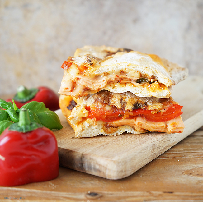 Pizza-Sandwich mexikanisch-italienischer Style mit feuriger Gewürzpaste und die OHNE CHILI EXTRA
