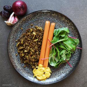 Orientalische Linsen mit die OHNE Frankfurtern, Dattel-Senf und Salat