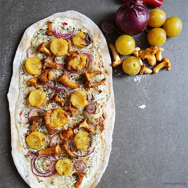 Pizza Agosto mit Pfifferlingen, Mirabellen und Ziegenkäse